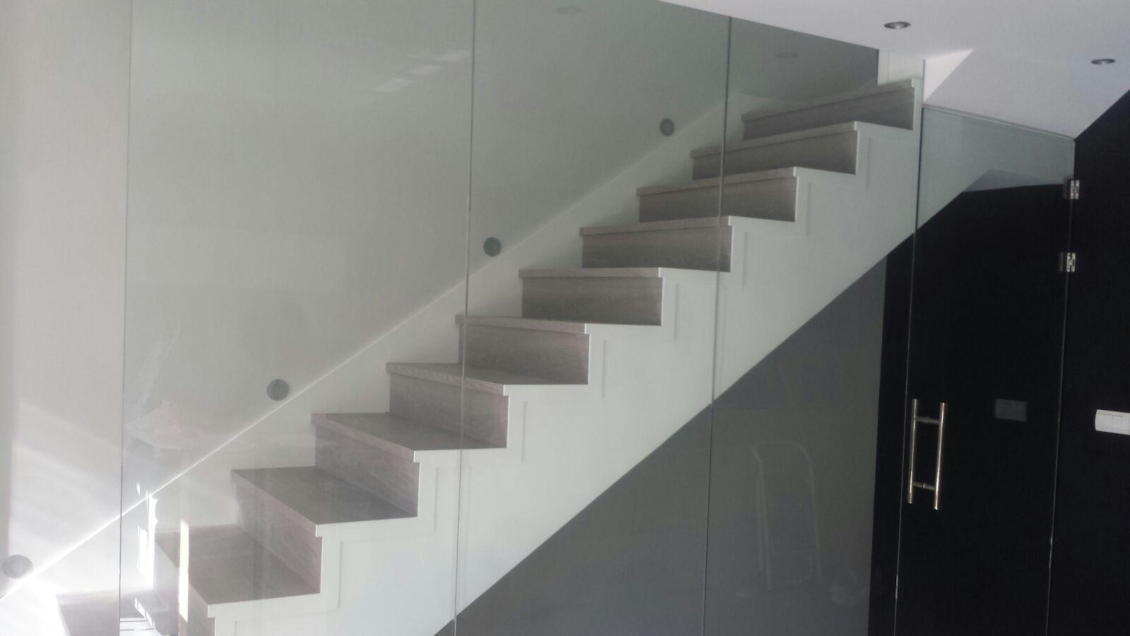 tarima gris escalera