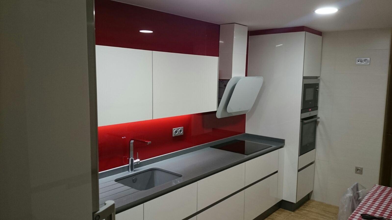 cocina cristal rojo