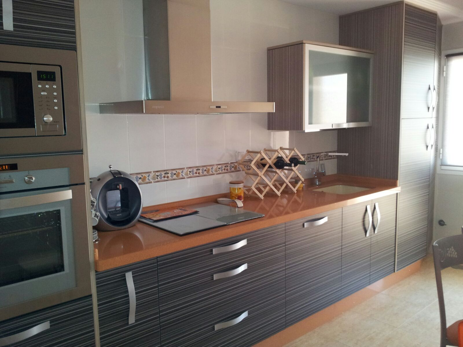 Muebles cocina gris oscuro ideas for Cocinas con suelo gris oscuro