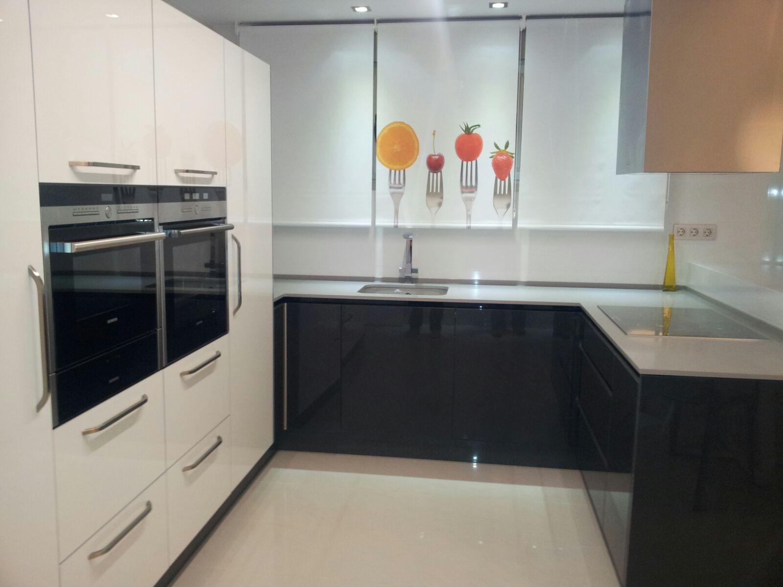cocina luxe gris y blanco
